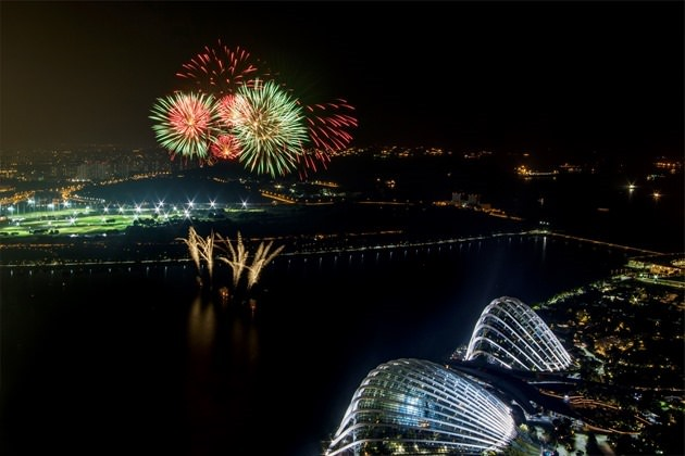 Formula One - F1 - Singapore Grand Prix 2015 - Marina Bay Street Circuit, Singapore - 20/9/15 General view of fireworks after the race SGP2015 Mandatory Credit: Singapore Grand Prix / Action Images via Reuters Livepic