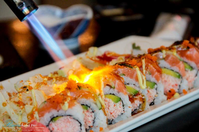 現場表演-鮭魚火焰卷-台北東區-日本料理-美食推薦-花酒藏